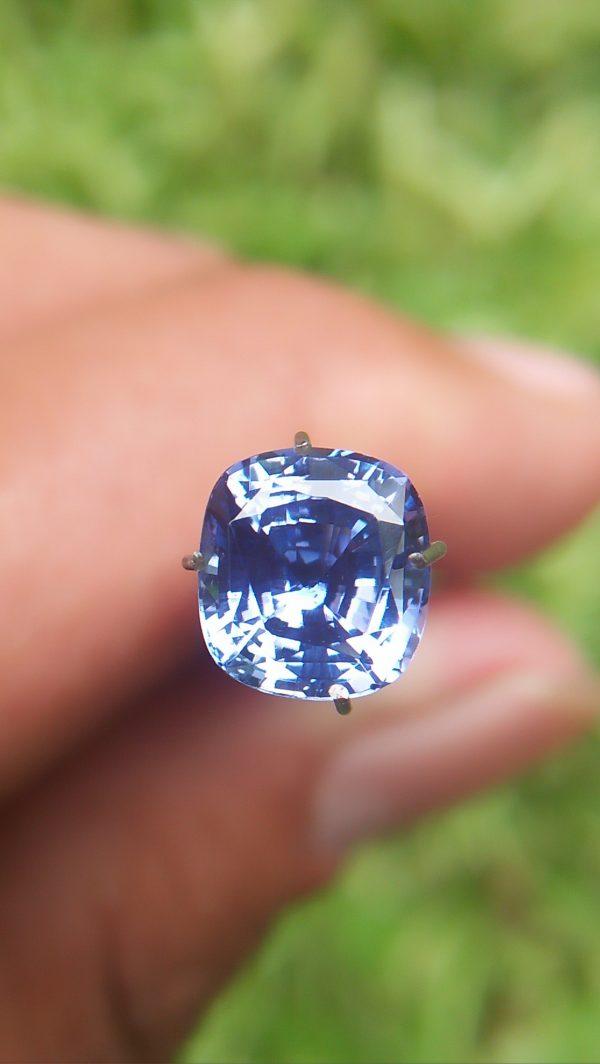 Ceylon Natural Blue Sapphire Dimension : 6.5mm x 7.1mm x 4.2mm Weight : 1.65cts Colour : Cornflower Blue Clarity : VVS Treatment : Unheated/ Natural Mineral : City of Gem Ratnapura Sri Lanka