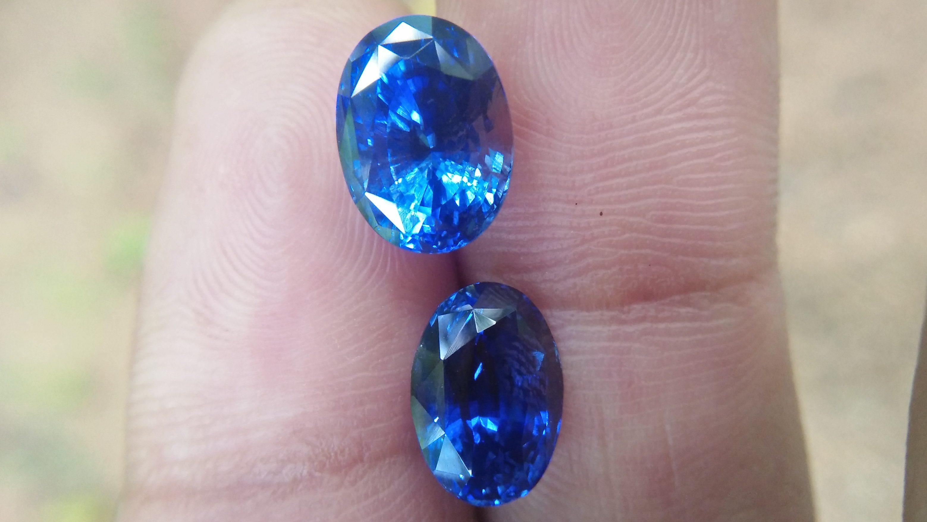 Ceylon Natural Blue Sapphire Heated Couple Dimension : 7.50mm x 10mm x 6.6mm / 7mm x 9.8mm x 5.5mm Weight : 4.20 Cts / 3.10Cts Shape : Ovel Colour : Blue Clarity : Clean Treatment : Heated Mineral : Ratnapura Sri Lanka