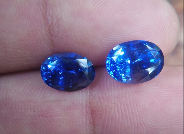 Ceylon Natural Blue Sapphire Heated Couple Dimension : 7.50mm x 10mm x 6.6mm / 7mm x 9.8mm x 5.5mm Weight : 4.20 Cts / 3.10Cts Shape : Ovel Colour : Blue Clarity : Clean Treatment : Heated Mineral : Ratnapura Sri Lanka