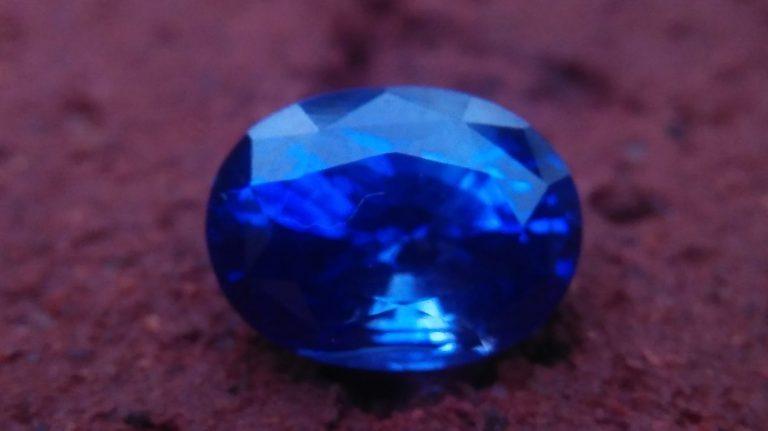 Ceylon Blue Sapphire Dimension : 7mm x 9.8mm x 5.5mm Weight : 3.10Cts Shape : Ovel Colour : Blue Clarity : Clean Treatment : Heated Mineral : Ratnapura Sri Lanka