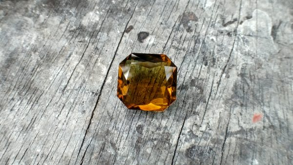 🇱🇰 Ceylon Natural Honey Colour Tourmaline Dimension : 10.1mm x 10.1mm x 9.1mm Weight : 14.75Cts Cut : Asscher Colour : Honey Colour Mineral : Ratnapura Sri Lanka Treatments : Unheated/ Natural