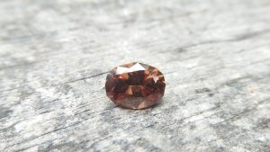 "Ceylon Natural "" chocolate 🍫"" Zircon called ""jargoon"" Dimension : 10.5mm x 8.1mm x 5.1mm Weight : 4 Cts Colour : Chocolate brown Minearal : Ratnapura Sri Lanka Treatment : Unheated"
