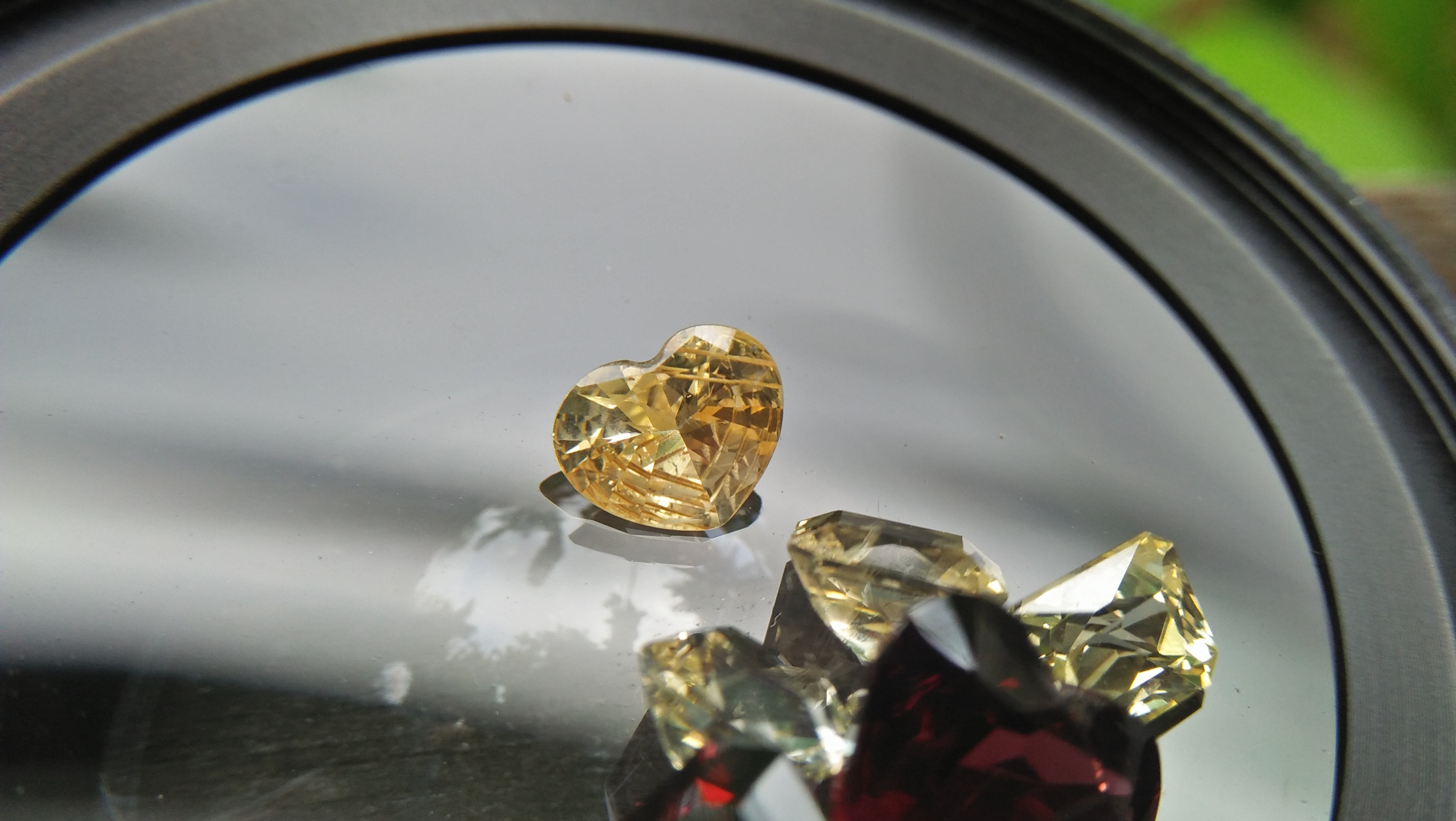 Ceylon Natural Yellow Sapphire Heart Weight : 1.05cts Dimension : 6.2mm x 7.5mm x 3.2mm Shape : Heart Colour : Yellow Treatments : Unheated/ Natural