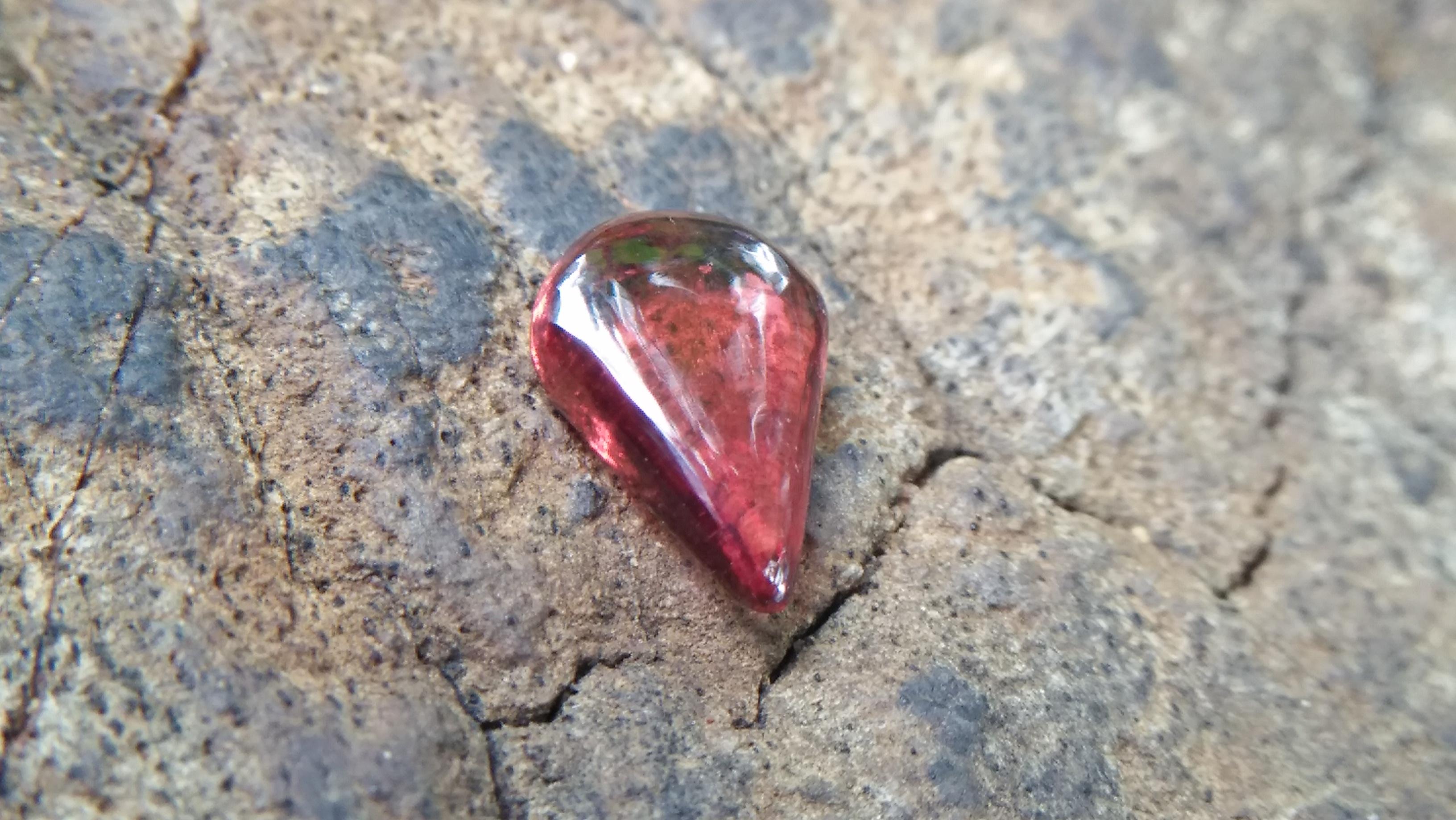 Ceylon Natural Garnet Drop Weight: 1.15Cts Dimension: 8.4mm x 5.7mm x 2.5mm Mineral: Ratapura, Sri Lanka Colour: Red