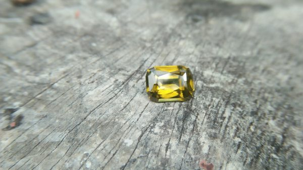 Ceylon Natural Melichrysos Weight : 6.85Cts Dimension : 12.1mm x 9.1mm x 5.9mm Colour : Greenish Yellow Treatment : Unheated/ Natural Clarity : Clean Mineral : Ratnapura Sri Lanka