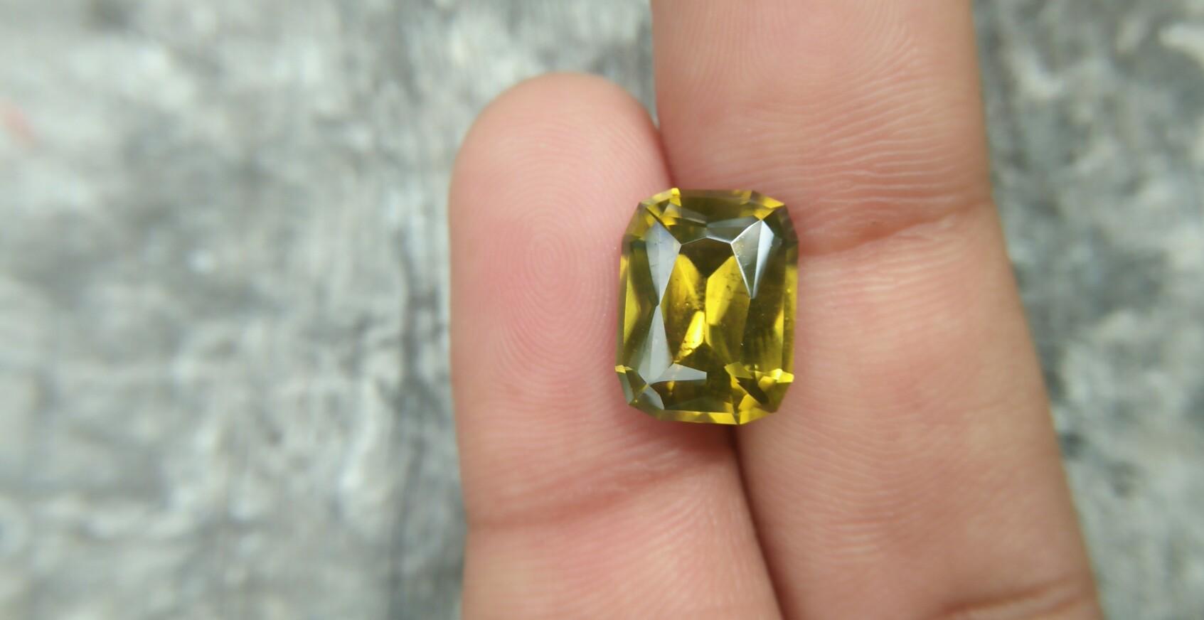 Ceylon Natural Melichrysos Weight : 6.85Cts Dimension : 12.1mm x 9.1mm x 5.9mm Colour : Greenish Yellow Treatment : Unheated/ Natural Clarity : Clean Mineral : Ratnapura Sri Lanka