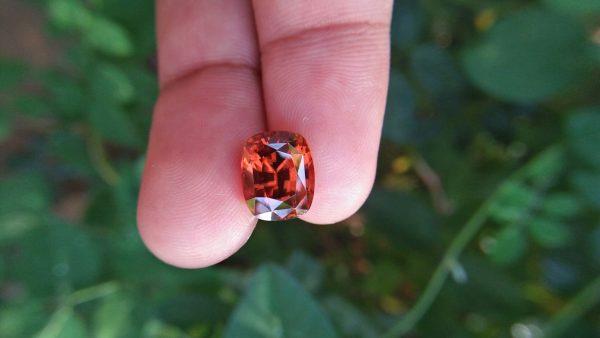 🇱🇰 Ceylon Natural Orange Zircon Dimension : 10.4mm x 8.5mm x 7.5mm Weight : 7.70 cts Colour : Orange ( Brandy Colour ) Clarity : Very Clean Treatment : Unheated/ Natural Mineral : City of Gem Ratnapura Sri Lanka
