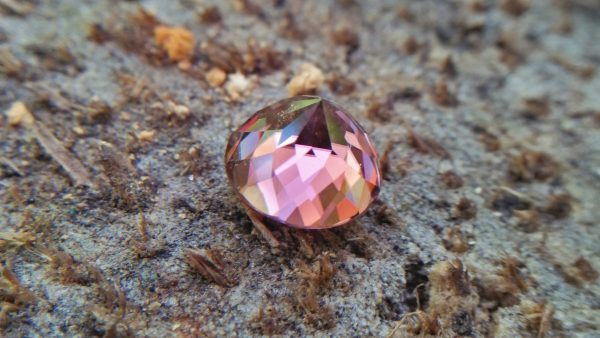 Natural Colour Change Zircon Very fine quality luster Weight: 4.45Cts Dimension: 8.7mm x 6.2mm Shape : Round Clarity : Clean Treatment : None/ Natural/ Unheated Colour: changing Colours Brown, Peach, pinkish purple, Red
