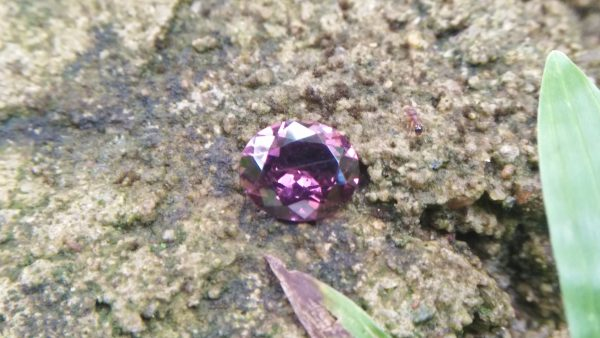 Natural Brownish Purple Spinel Shape : Ovel Clarity : SI Treatment : Natural/Unheated Dimension : 7.6mm x 6.4mm x 3.6mm Weight : 1.20 Cts Colour : Brownish Purple