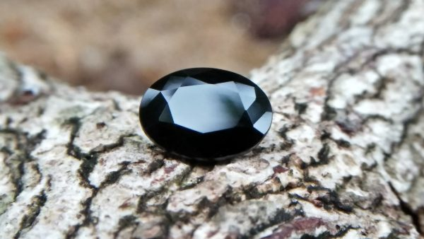 Natural Dark Blue Sapphire ( Kakanil ) කාකනිල් සෙනසුරු ග්‍රහයාට අයත් මැණික/ Stone of Saturn Shape : Ovel Clarity : Clean Treatment : Natural/Unheated Dimension : 7.3mmx 5.3mm x 3.9mm Weight : 1.55Cts Location : City of Gem Ratnapura Sri Lanka