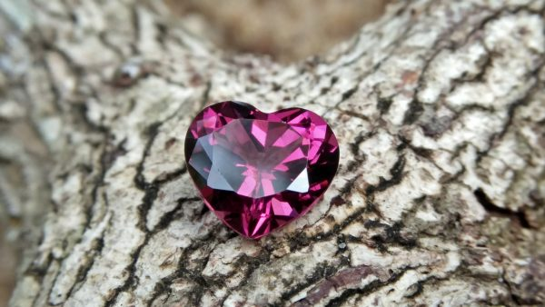 Natural Colour Change Rhodolite Garnet Weight : 2.10Cts Dimension: 7.6 mm x 8.3mm x 4.7 mm Colour: changing colors Red to purplish pink Clarity : Clean Shape : Heart Birthstone : January Treatment : Unheated/Natural