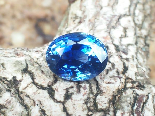 NATURAL BLUE SAPPHIRE Shape : Ovel Dimension : 9.15mm x 7.30mm x 5.51mm Weight : 3.06Cts Clarity : SI Colour : Cornflower Blue Transparency : Transparent Treatment : Unheated/Natural Sapphire is the birthstone for September
