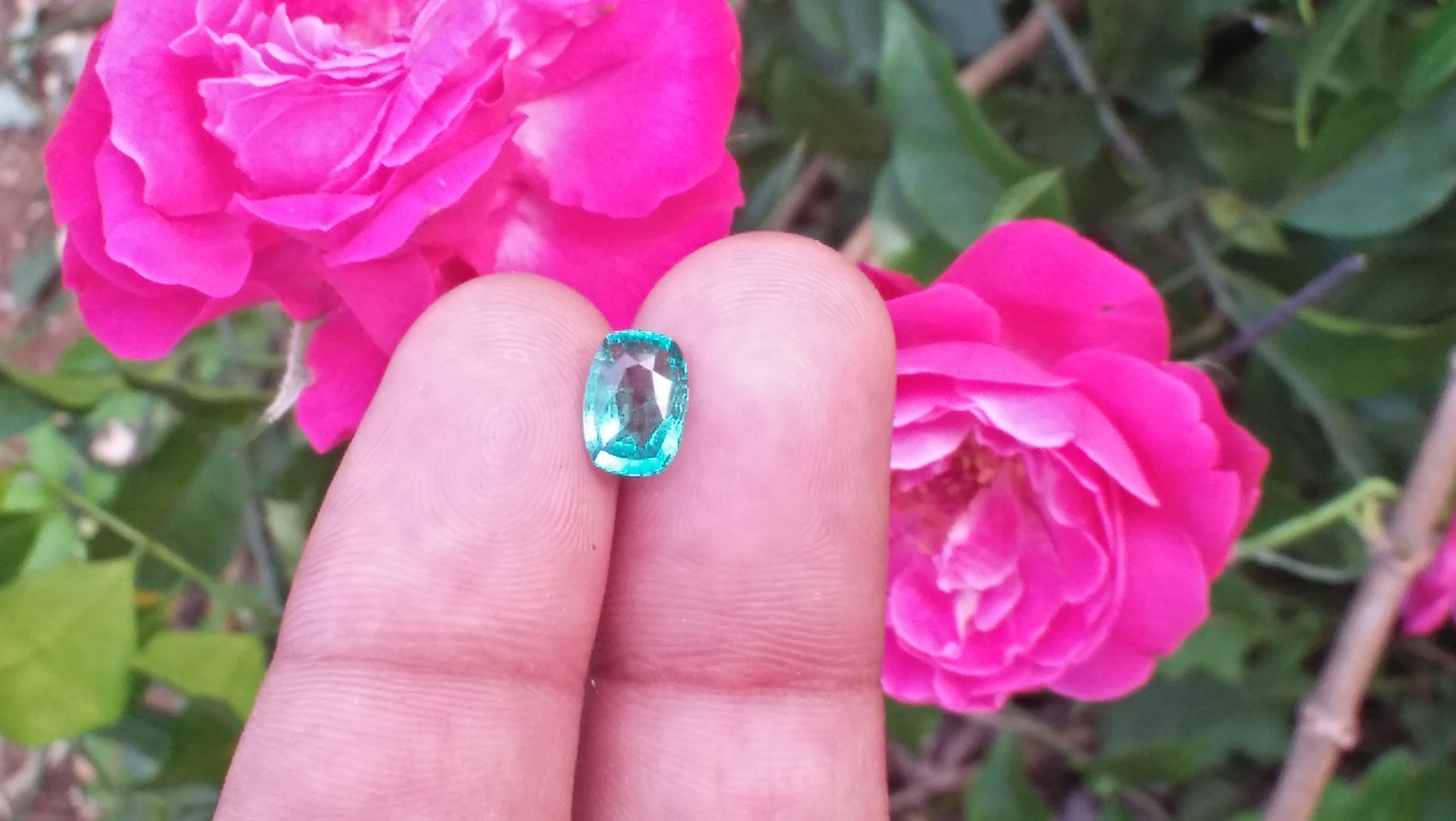 Natural Colombian Emerald Clarity : SI Treatment : Natural/Unheated Dimension : 7.95mm x 5.6mm x 3.61mm Weight : 1.05 Cts Birthstone : May Mineral : Colombia