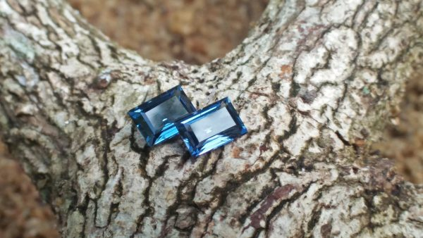 NATURAL Blue Spinels Shape : Octagon Clarity : VS Treatment : Natural/Unheated Dimension : 5.8mm x 4.1mm x 2.7mm 5.7mm x 3.9mm x 2.5mm Weight : 1.25Cts (both) Cut : Octagon Step Colour : Blue
