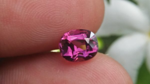 NATURAL Purplish Pink Spinel Shape : Cution Clarity : Very Clean Treatment : Natural/Unheated Dimension : 6.9mm x 5.8mm x 4.8mm Weight : 1.62 Cts Cut : Cution Cut Dispersion : Good Colour : purpalish Pink