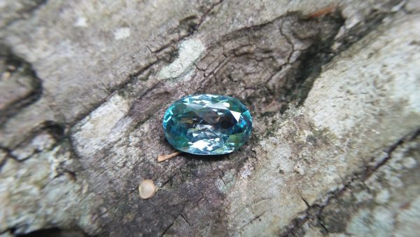 "Natural Genuine Blue Zircon - Starlite WEIGHT : 13.03ct COLOUR : Vivid Greenish Blue CUT & SHAPE : Fancy Oval TRANSPARENCY : Transparent MEASUREMMENT : 15.2x 10.35 x 7.21mm SPECREUM : Rare earth spectrum TREATMENT : None ""GLK"" Certified ( GIA Alumni Association Member/ Member of Gemmological association Great Britain) GLK : UN - 01484 • Blue zircon is one of the US birthstones for December"