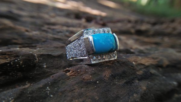 Natural Torquoise Pio - Silver Ring Stone Dimension : 11.5mm x 8mm x 3.5 mm Shape : Octagonal Treatment : None/ Natural Origin : United States Metal : Pio Silver Stones : Natural Turquoise & 24 AD (American Diamond) Weight : 10.12 Gram super healing stone for Headaches