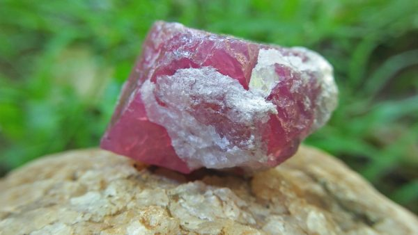 Natural Pink Spinel Crystal Specimen Weight : 113.30 Cts Fluorescence : Very good Fluorescence under UV light Treatment : None/ Natural