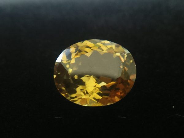 Ceylon Natural Crysoberyl Colour : Yellowish Green Shape : Oval Weight : 1.97 Cts Dimension : 8.6 x 7.2 x 4.3 mm Treatment : Unheated Clarity : VS • CSL - Colored Stone Laboratory Certified ( GIA Alumina Association Member ) • CSL Memo No : F1F36EBE5F61 绿色 金绿玉 ( 金绿宝石 ) 重量 : 1.97卡拉 尺寸 : 8.6 x 7.2 x 4.3 mm 颜色 : 绿色 透明 : 好透明 形状 : 椭圆形 治療 : 没有加熱 清晰度 : VS