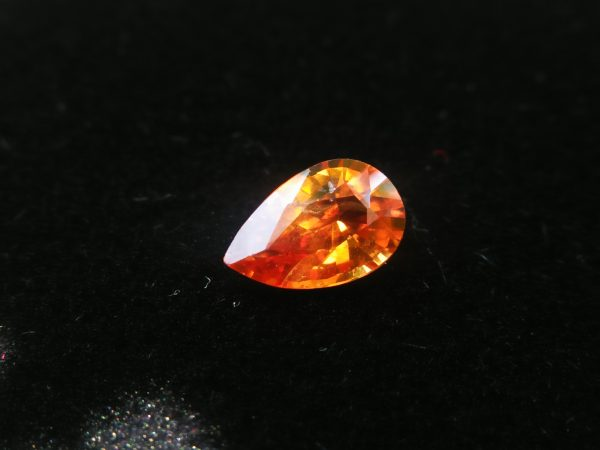 Ceylon Orange Sapphire Colour : Orange Shape : Pear Weight : 0.64 Cts Dimension : 6.8 x 4.4 x 2.8 mm Treatment : Heated Clarity : SI • CSL - Colored Stone Laboratory Certified ( GIA Alumina Association Member ) • CSL Memo No : 3B607159BF4A 橙色的藍寶石 重量 : 0.64 卡拉 尺寸 : 6.8 x 4.4 x 2.8 mm 颜色 : 橙色 透明 : 好透明 形状 : 梨形 治療 : 加熱 清晰度 : SI