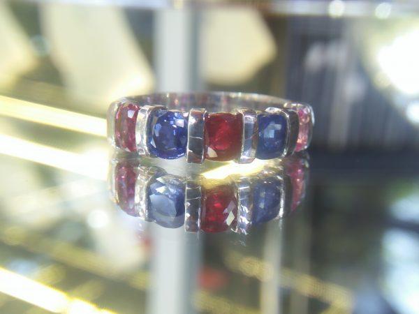 Natural Ruby & Multi coloure Sapphire Pio - Silver Ring Stones : Blue Sapphire, Ruby, Pink Sapphire Weight : 3.77g Metal : Pio - Silver Stones Variety : Natural Corundum shape : Cushion Stones Quantity : 5 Stones