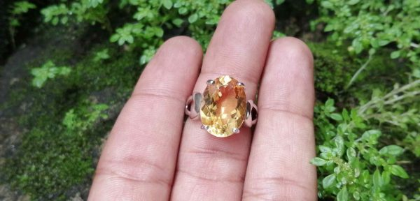 Natural Citrine Standard 925 Silver Ring 黄水晶銀介指 Metal : Standard 925 Silver Colour : Yellow Stone : Citrine Type : Ladies Ring Weight : 6.63g 黄水晶銀介指 宝石 : 黄水晶 颜色 : 黃色 透明 : 好透明 金属:銀 重量:6.63g克
