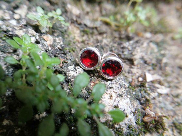 Metal : Silver Stone : Garnet Type : Earing Weight : 1.67 g 石榴石銀耳環 宝石 :石榴石 颜色 : 红色 透明 : 好透明 金属:银 重量:1.67 克
