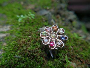 Metal : Silver Stone : Blue Sheen Moonstone Type : Ring Weight : 5.45 g 幸運9色宝石银介指 宝石 : 藍寶石 , 黃色的藍寶石 , 粉紅的藍寶石 , 橙色的藍寶石 , 帕帕拉恰 , 白色的藍寶石 颜色 : 蓝色,黄色,红色,绿色,白色,橙色, 透明 : 好透明 金属:银 重量:5.45 克