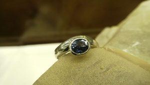 Metal : Standard 925 Silver   Colour :  Blue  Stone : Blue Sapphire   Type : Ladies Ring  Weight : 4.59 g   蓝宝石銀介指  宝石 : 藍寶石  颜色 : 蓝色   透明 : 好透明   金属:銀  重量:4.59 克
