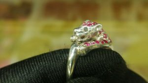 Metal : Silver  Stone : Pink Sapphire, Blue Sapphire   Type : Ring  Weight : 5.31 g   粉紅的藍寶石, 黑暗蓝宝石銀介指  宝石 :粉紅的藍寶石, 黑暗蓝宝石  颜色 : 粉紅的, 黑暗蓝色  透明 : 好透明   金属:银  重量:5.31 克