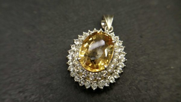 Metal : Standard 925 Silver Colour : Yellow Stone : Citrine Type : Pendant Weight : 8.77 g 黄水晶銀吊飾 宝石 : 黄水晶 颜色 : 黃色 透明 : 好透明 金属:銀 重量:8.77 克