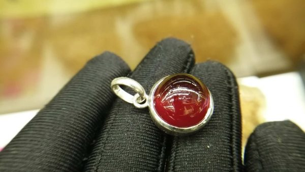 Metal : Silver Colour : Orange Stone : Hassonite Garnet Type : Pendant Weight : 5.87 g 肉桂石 (石榴石) 銀吊飾 宝石 :肉桂石 (石榴石) 颜色 : 橘红色 透明 : 好透明 金属:银 重量:5.87 克