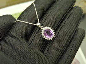 Metal : Silver Stone : Amathyst Type : Necklace Weight : 3.08 g 紫晶銀項鍊 宝石 :紫晶 颜色 : 紫色 透明 : 好透明 金属:银 重量:3.08 克