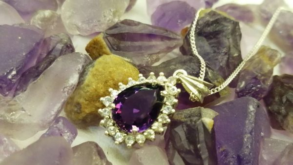 Metal : Silver Stone : Amathyst Type : Necklace Weight : 2.05 g 紫晶銀項鍊 宝石 :紫晶 颜色 : 紫色 透明 : 好透明 金属:银 重量:2.05 克