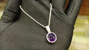 Metal : Silver Stone : Amathyst Type : Necklace Weight : 4.39 g 紫晶銀項鍊 宝石 :紫晶 颜色 : 紫色 透明 : 好透明 金属:银 重量:4.39 克