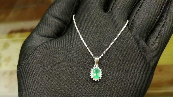 Metal : Standard 925 Silver Colour : Green Stone : Onyx Type : Necklace Weight : 2.27 g 绿色玛瑙銀項鍊 宝石 : 绿色玛瑙 颜色 : 绿色 透明 : 好透明 金属:銀 重量:2.27 克