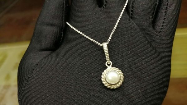Metal : Standard 925 Silver Colour : White Stone : Pearl Type : Necklace Weight : 4.51 g 珍珠銀項鍊 宝石 : 珍珠銀項鍊 颜色 : 白色 透明 : 好透明 金属:銀 重量:4.51 克