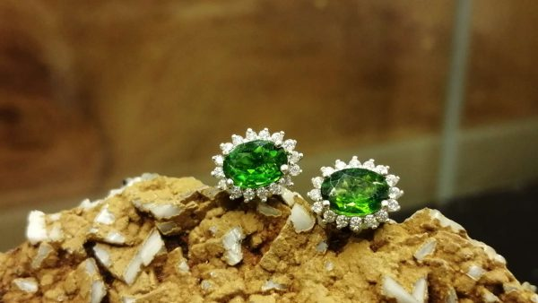 Metal : Silver 925 Stone : chrome Diopside Type : Earing Weight : 1.92 g 铬透辉石銀耳環 宝石 :铬透辉石 颜色 : 绿色 透明 : 好透明 金属:银 重量:1.92 克