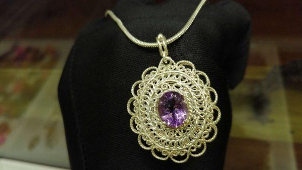 Metal : Silver Stone : Amathyst Type : Necklace Weight : 15.90 g 紫晶銀項鍊 宝石 :紫晶 颜色 : 紫色 透明 : 好透明 金属:银 重量:15 90 克
