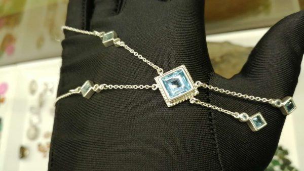 Metal : Silver Stone : Blue Topaz Type : Necklace Weight : 8.04 g 蓝色托百石銀項鍊 宝石 :蓝色托百石 颜色 : 蓝色 透明 : 好透明 金属:银 重量 : 8.04 克