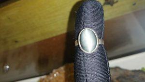 Metal : Standard 925 Silver  Colour :  Gray  Stone : Apatite Cats Eye   Type : Ring  Weight : 3.33 g   磷灰石貓眼銀介指   宝石 :  磷灰石貓眼  颜色 : 灰色  透明 : 好透明   金属:銀  重量:3.33 克