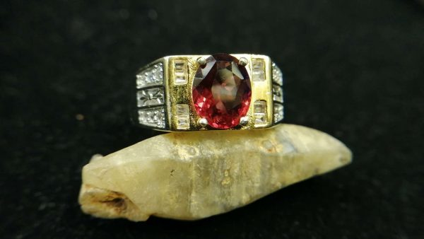 Metal : Standard 925 Silver Colour : Red Stone : Garnet Weight : 7.31 g Type : Ring 石榴石銀介指 宝石 : 石榴石 颜色 : 红色 透明 : 好透明 金属:银 重量:7.31 克