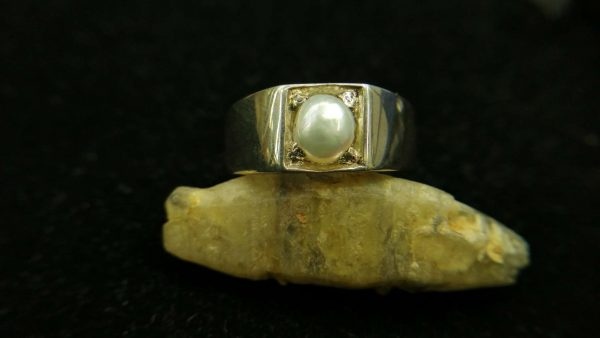 Metal : Silver Stone : Pearl Type : Ring Weight : 8.15 g 珍珠銀介指 宝石 :珍珠 颜色 : 白色 透明 : 好透明 金属:银 重量:8.15 克
