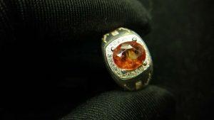 Metal : Silver Colour : Orange Stone : Hassonite garnet Type : Ring Weight : 6.74 g 肉桂石銀介指 (石榴石) 宝石 :肉桂石 (石榴石) 颜色 : 橙色 透明 : 好透明 金属:银 重量:6.74 克