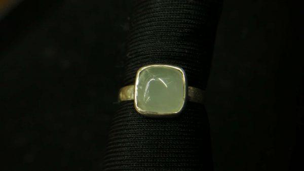 Metal : Silver Stone : Moonstone Type : Ring Weight : 1.90 g 月亮石銀介指 宝石 : 月亮石 颜色 : 白色 透明 : 好透明 金属:银 重量:1.90 克