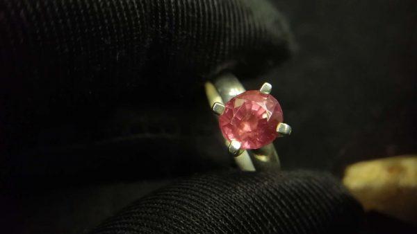 Metal : Standard 925 Silver Colour : Purplish Pink Stone : Spinel Weight : 1.96 g Type : Ring 紫色粉红色尖晶石銀介指 宝石 : 尖晶石 颜色 : 紫色粉红色 透明 : 好透明 金属:银 重量:1.96 克
