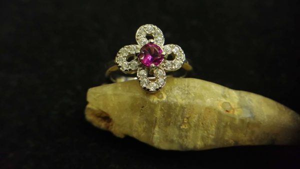 Metal : Standard 925 Silver Colour : Purplish Pink Stone : Garnet Weight : 2.21 g Type : Ring 石榴石銀介指 宝石 : 石榴石 颜色 : 紫色粉红色 透明 : 好透明 金属:银 重量:2.21 克