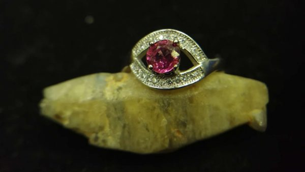 Metal : Standard 925 Silver Colour : Purplish Pink Stone : Garnet Weight : 2.49 g Type : Ring 石榴石銀介指 宝石 : 石榴石 颜色 : 紫色粉红色 透明 : 好透明 金属:银 重量:2.49 克