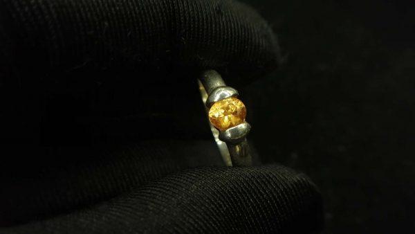 Metal : Standard 925 Silver Colour : Yellow Stone : Citrine Type : Ring Weight : 2.72 g 黄水晶銀介指 宝石 : 黄水晶 颜色 : 黃色 透明 : 好透明 金属:銀 重量:2.72 克