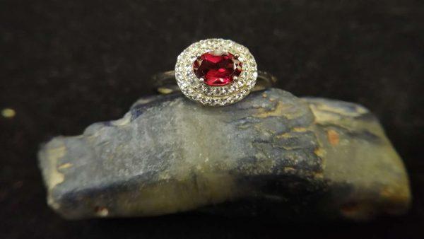 Metal : Standard 925 Silver Colour : Red Stone : Garnet Weight : 2.82 g Type : Ring 石榴石銀介指 宝石 : 石榴石 颜色 : 红色 透明 : 好透明 金属:银 重量:2.82 克